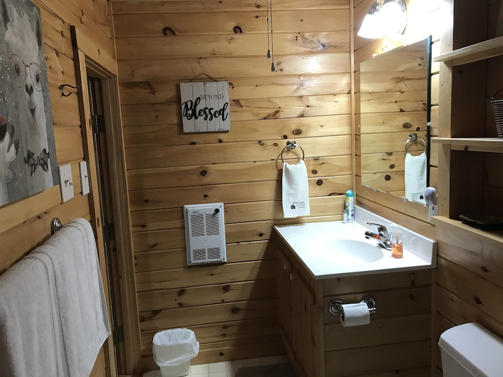 Bathroom, Secluded, Cozy, Neat Cabin IN THE Mountain