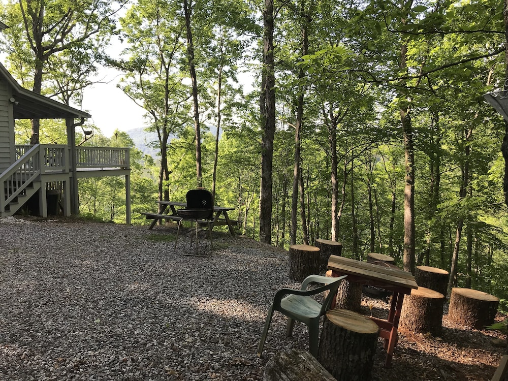 Property Grounds, Secluded, Cozy, Neat Cabin IN THE Mountain