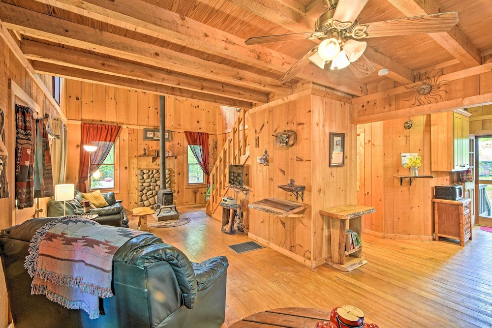 , Suches Cabin With Deck: ~5 Miles to Fish Hatchery!
