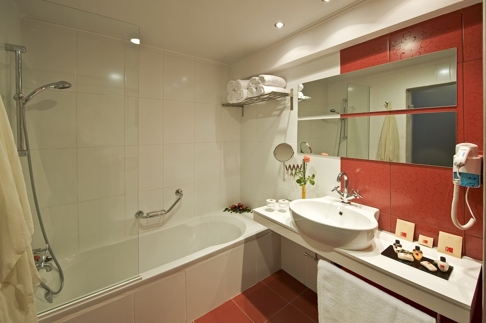 Bathroom, Luxury Rhodes Imperial Suite with private pool
