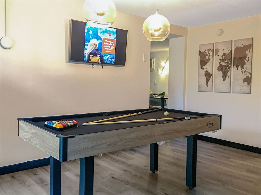 Game Room, Work and Travel Lodge