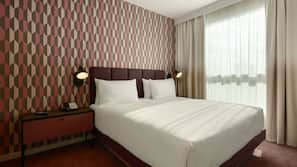 In-room safe, laptop workspace, iron/ironing board, bed sheets