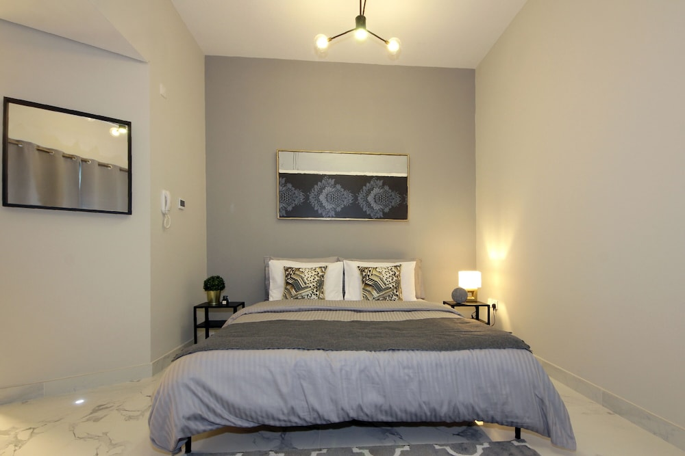 Room, Signature Holiday Homes - Newly Studio in MAG 505