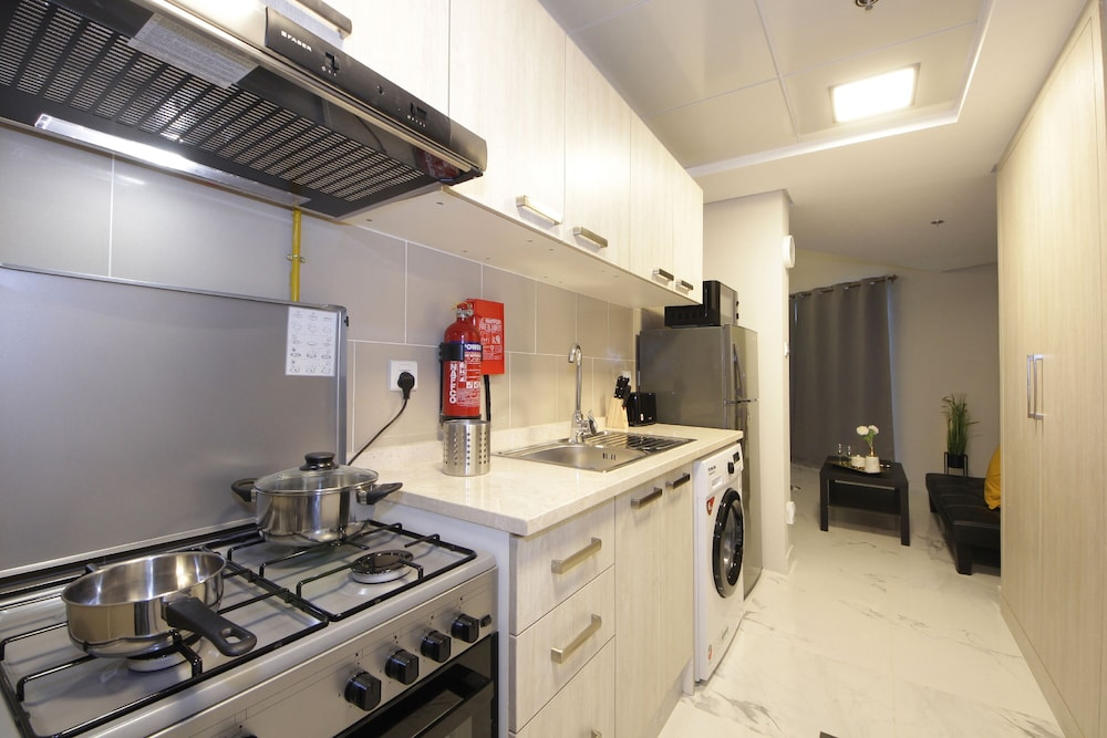 Private Kitchen, Signature Holiday Homes - Newly Studio in MAG 505