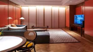 Minibar, in-room safe, blackout drapes