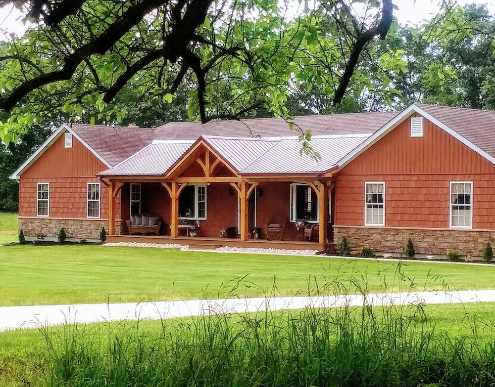 Exterior, A Country Lodge With a Peaceful Setting