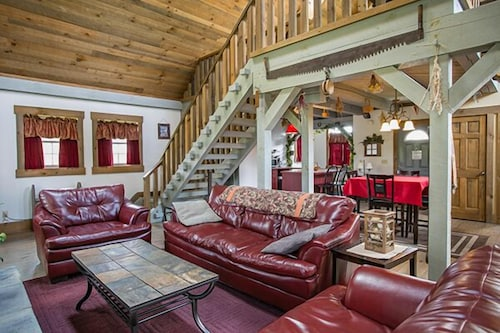 Living Room, Cozy Cottage With Jacuzzi Tub, Fireplace, and Kitchen in Ohio's Amish Country