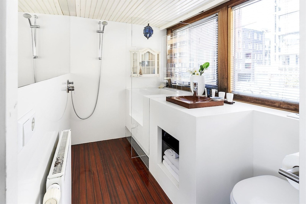 Bathroom, Stunning Boat With a View - Luxurious With Sauna