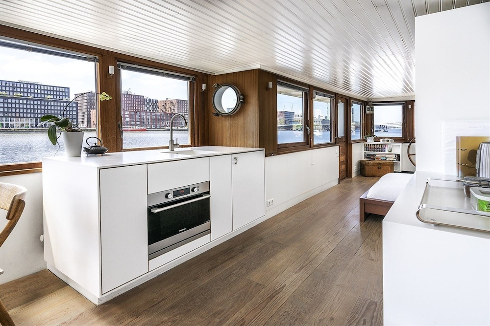 Private Kitchen, Stunning Boat With a View - Luxurious With Sauna