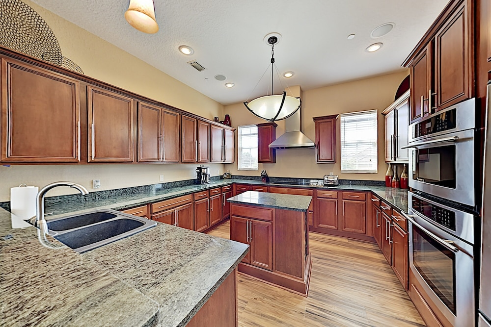 Private Kitchen, Immaculate Canal W/ Pool, Dock & Game Lounge 4 Bedroom Home