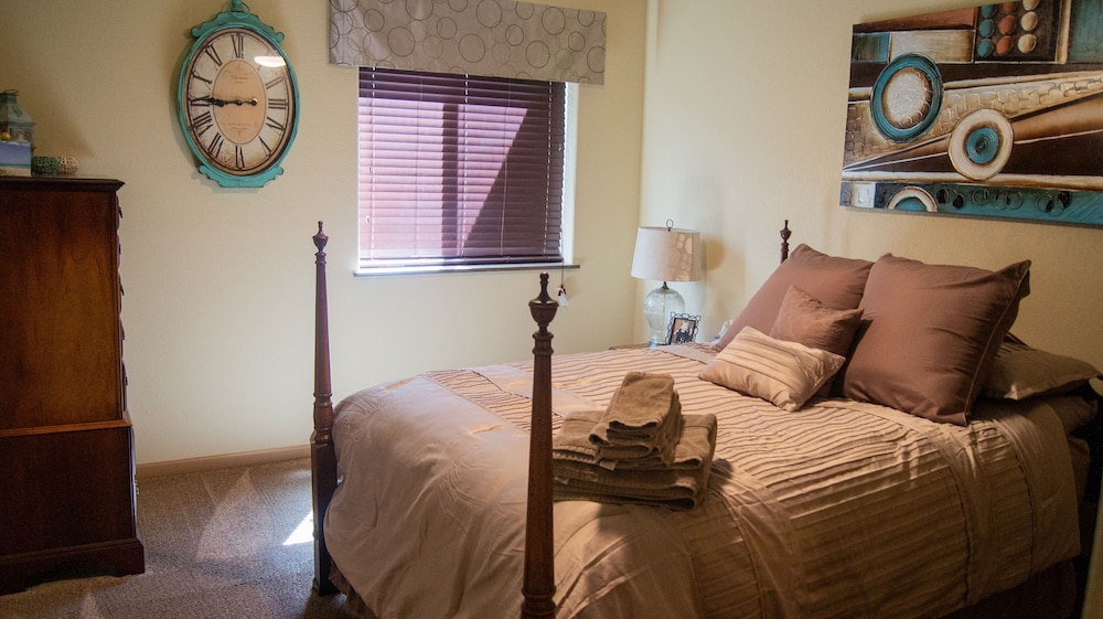 Room, Beautiful Casper Home on Golf Course