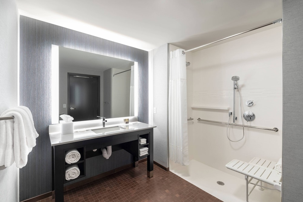 Bathroom, Residence Inn by Marriott Manchester Downtown