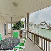 Bayside Getaway: Pools, Tennis, Golf, Private Dock 1 Bedroom Home