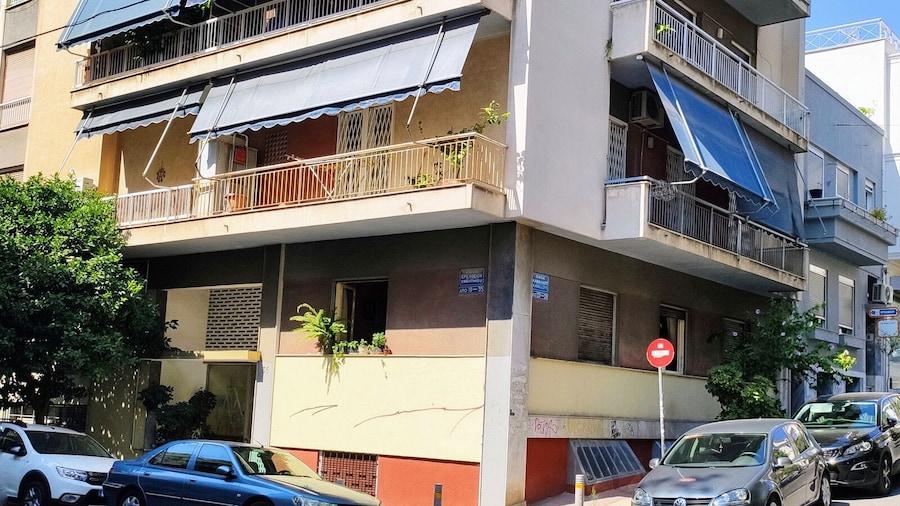 Cute Apartment Close to Acropolis by Cloudkeys