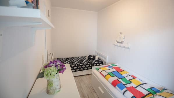 2 bedrooms, cots/infant beds, free WiFi
