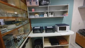 雪櫃、微波爐、爐頭、廚房用具/餐具/器皿