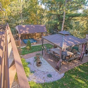 Hilltop Hideaway - Luxury and Privacy, Minutes From Downtown
