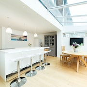 Spacious Townhouse Near Sandbanks