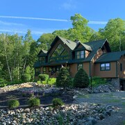 New Listing - Lazy Days Lodge With Location, Location, Location!
