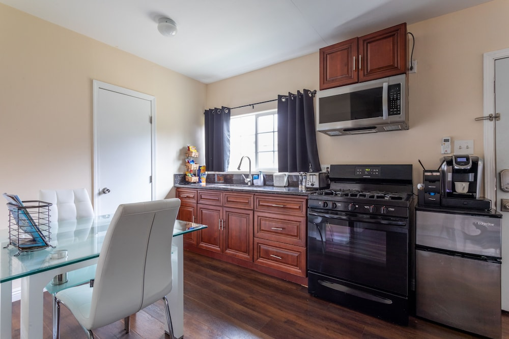 Private Kitchen, 2-Bedroom Guesthouse in Whittier with Disney +, Netflix, and More