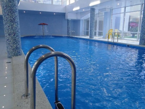 Indoor Pool, Dolce Vita