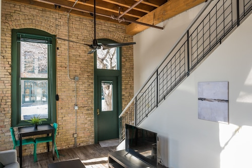 Warehouse District Apts by Frontdesk