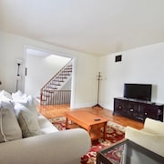 Easy Breathy Downtown Brunswick 2 BR