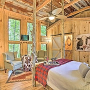 New! Intimate Treehouse Retreat for 2 by Mentone!