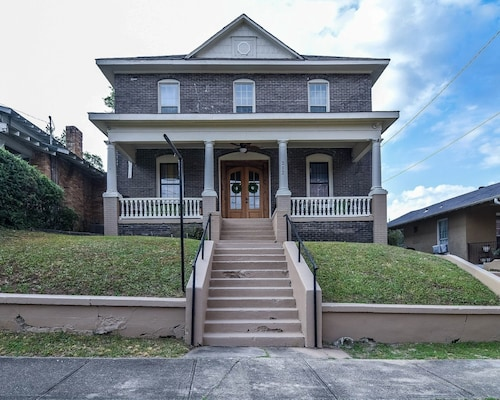 Beautiful Remodel Victorian Home Located in the Heart of Down Town