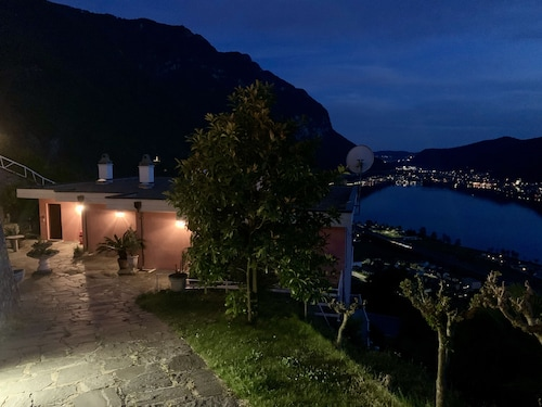 Spectacular View on the Lake Lugano -three-rooms Apartment