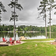 New! Waterfront Lakehouse: Private Dock & Fire Pit