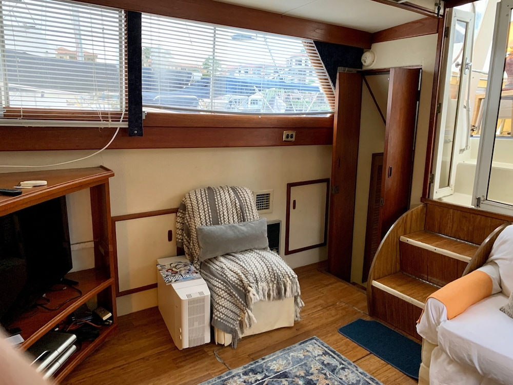 Room, Getawave and Experience Yacht Life