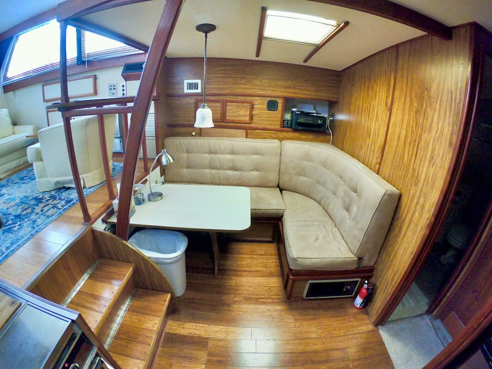 Living Room, Getawave and Experience Yacht Life