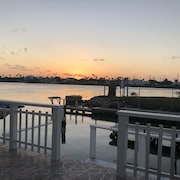 Perfect Fishing Cottage on Intercoastal in Long Island Village & Dolphin Watch!!