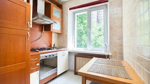 Kühlschrank, Ofen, Herdplatte, Wasserkocher