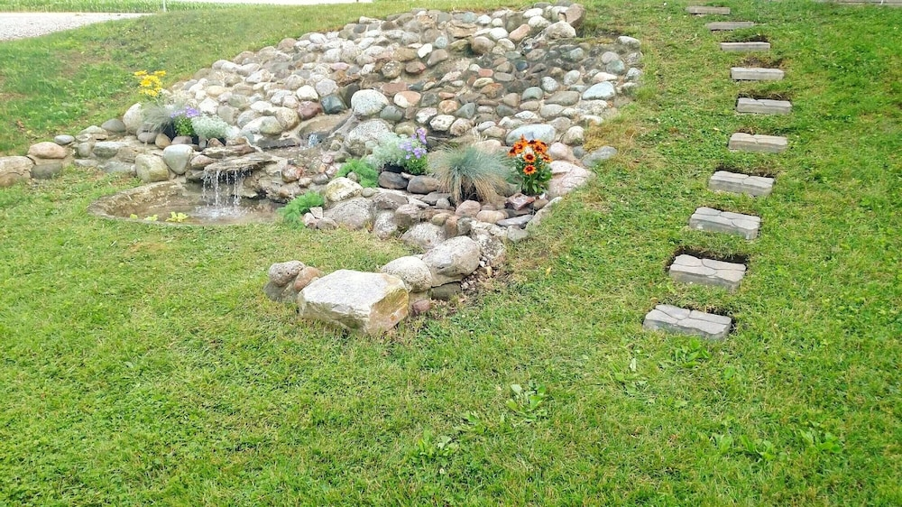 Property Grounds, Newly Renovated Country Cottage, 2.5 Miles From Shipshewana, Relaxing Fountain