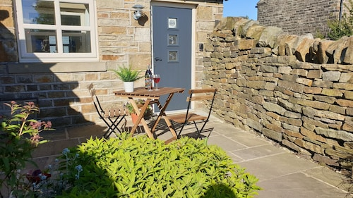 Country Cottage Close to the Peak District With Stunning Holme Valley Views