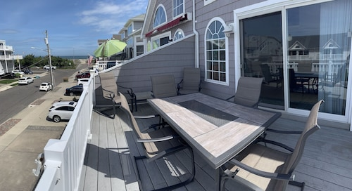 Beautiful 4-bedroom, Beach Block Home Close to Downtown Sea Isle City!