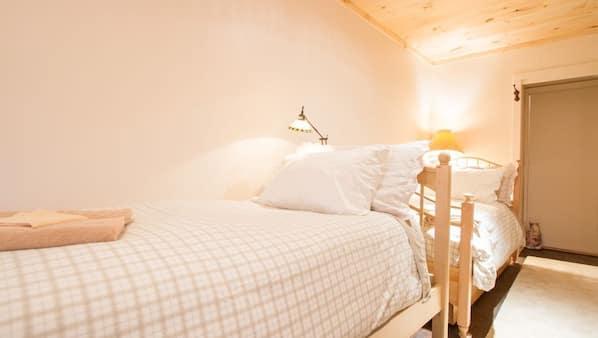 5 bedrooms, desk, iron/ironing board, travel crib