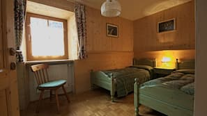 2 bedrooms, in-room safe, iron/ironing board, Internet