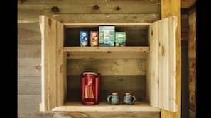 Coffee/tea maker, paper towels