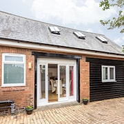 The Barn,  cosy self contained house for 2 +1 , parking, decking  & hot tub