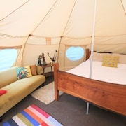 Glamping - Exclusive Surrey Hills Woodland Dell