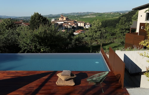 Villa Carla_barolo: Brunate Suite