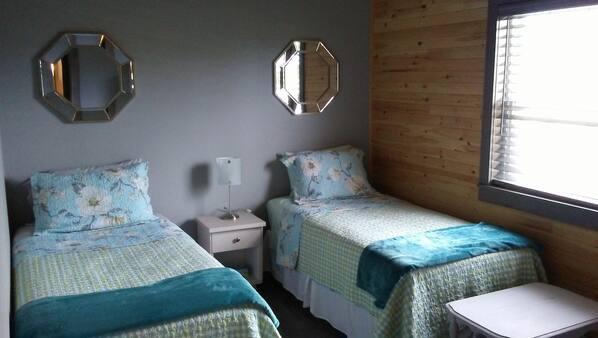 2 slaapkamers, een strijkplank/strijkijzer, gratis wifi, beddengoed
