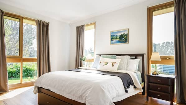 4 bedrooms, iron/ironing board, bed sheets