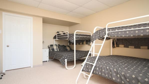 4 bedrooms, travel crib, free WiFi