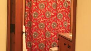 Haartrockner, Handtücher, Seife, Toilettenpapier