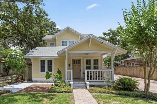 Beautiful Getaway Home Minutes From Downtown and Parks