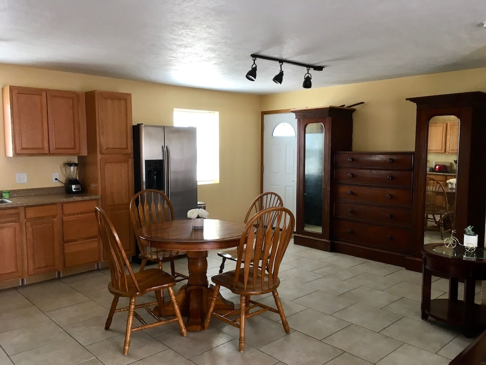 Private Kitchen, Farm With Charm